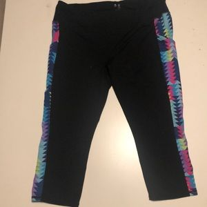 XL Gap Fit Capri Leggings with Bright Detail